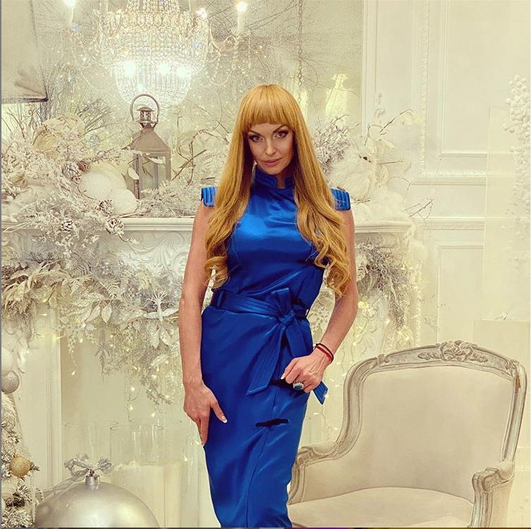 В декабре Волочкова не раз экспериментировала с образами. Фото www.instagram.com/volochkova_art