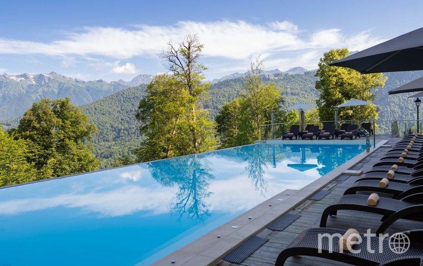 Открытый подогреваемый бассейн является излюбленным местом блогеров для фотосессий. Фото предоставлено пресс-службой отеля Green Flow