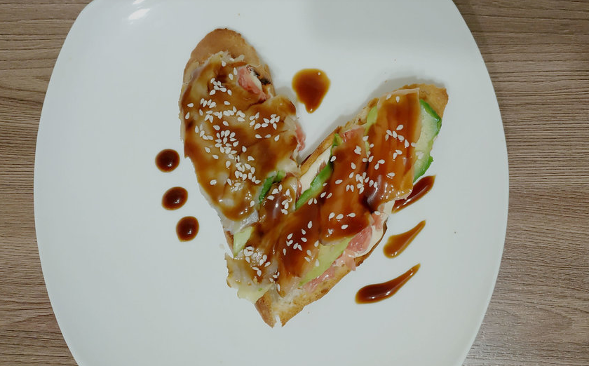 """Готовим тосты с копченым угрем, авокадо и грейпфрутом. Фото Наталья Сидоровская, """"Metro"""""""