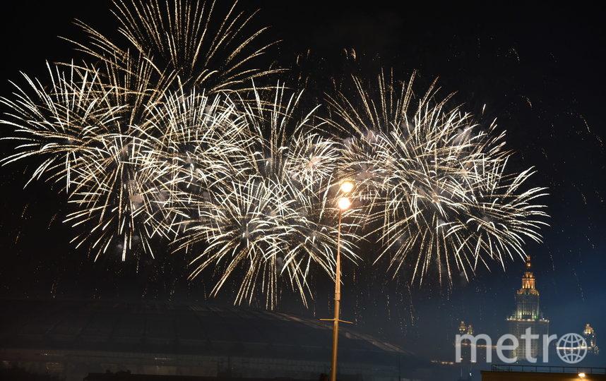 В новогоднюю ночь фейерверки запустят в 20 парках и на 13 площадках по всей Москве. Фото Василий Кузьмичёнок