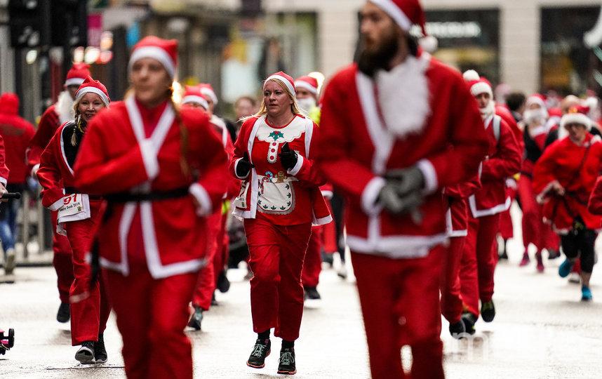 """На фестивале """"Путешествие в Рождество"""" состоится парад Дедов Морозов. Архивное фото. Фото Getty"""