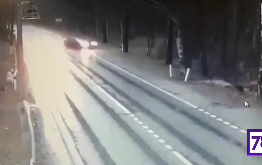 Страшная авария произошла сегодня утром в Курортном районе Петербурга. Момент ДТП попал на камеру видеонаблюдения. Фото скриншот видео https://78.ru/news/