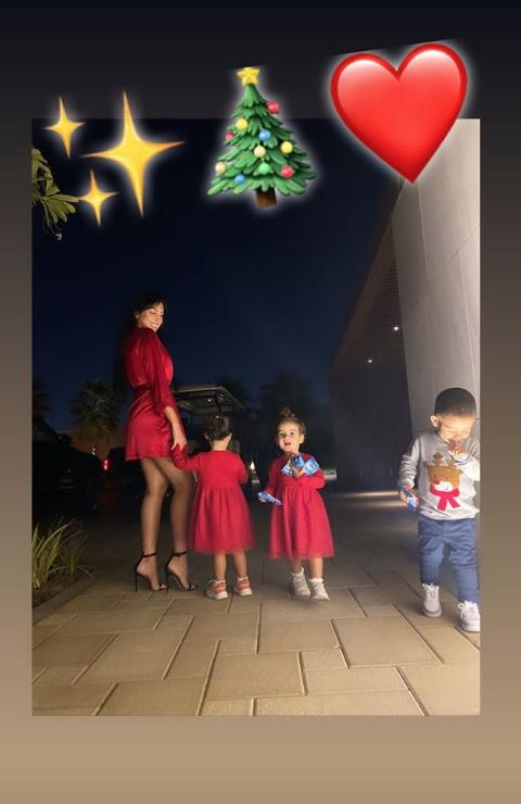 Возлюбленная Роналду Джорджина Родригес с детьми. Фото скриншот instagram.com/cristiano/?hl=ru