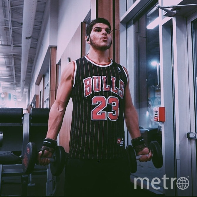 """Омар стал худее в два раза. Фото https://www.instagram.com/OmarThaherFit/, """"Metro"""""""