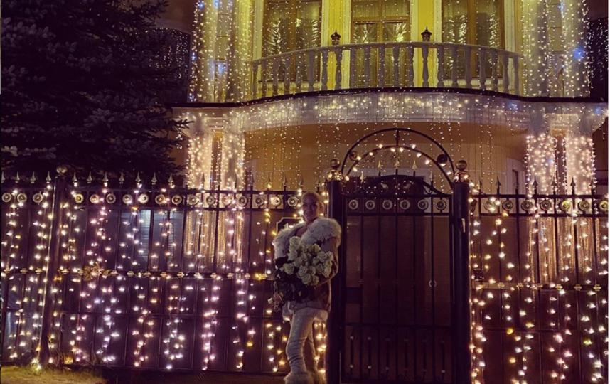 Волочкова украсила дом к праздникам. Фото instagram.com/volochkova_art