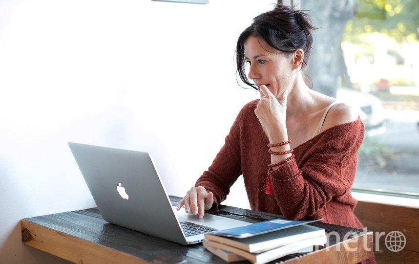 Сегодня цифровые платформы предлагают нам всё, вплоть до дополненной реальности и приложений, которые показывают, как мы выглядим в тех или иных нарядах или даже с определённой косметикой. Фото pixabay.com