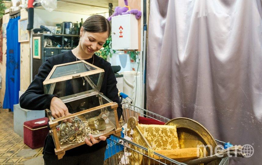 """В бутафорском цехе всегда можно почувствовать себя миллионером или принцессой. Фото Алена Бобрович, """"Metro"""""""