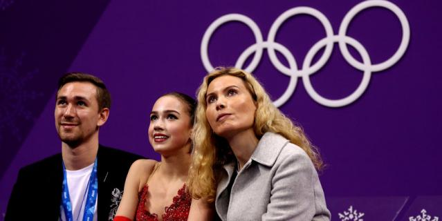 Этери Тутберидзе (справа).