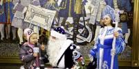Дед Мороз и Снегурочка спустились в метро Петербурга