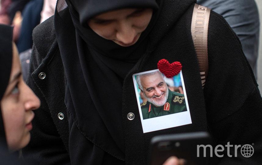 Жители Стамбула с портретом Касема Сулеймани на митинге 5 января. Фото Getty