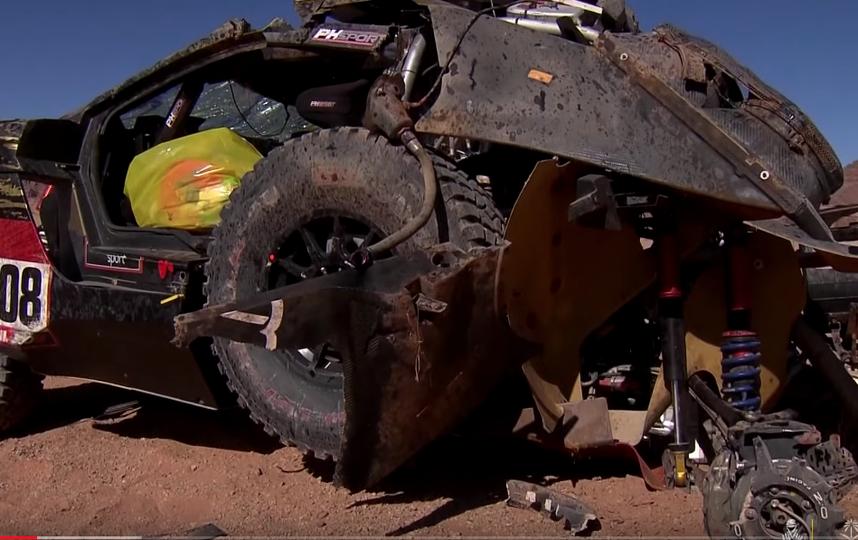 Автомобиль выгорел полностью. Фото скриншот с канала Dakar на YouTube, Скриншот Youtube