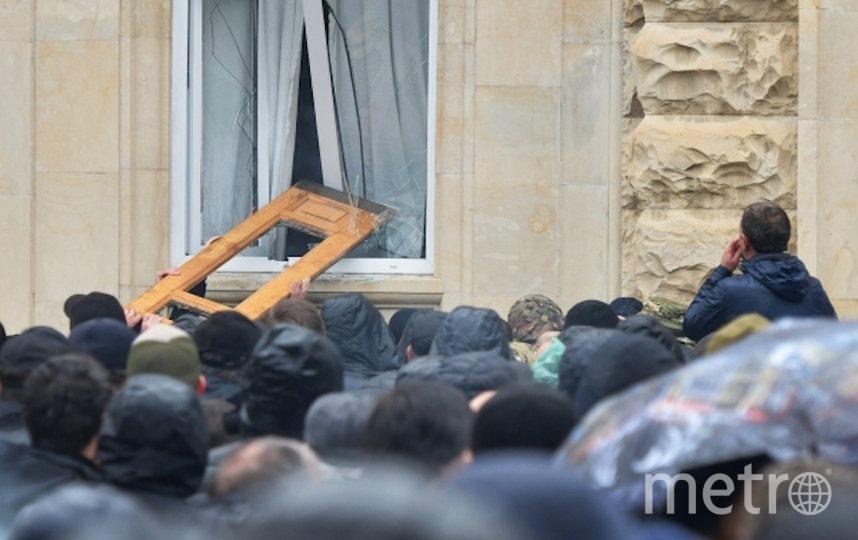 В администрации президента Абхазии назвали беспорядки в Сухуме попыткой госпереворота. Фото РИА Новости
