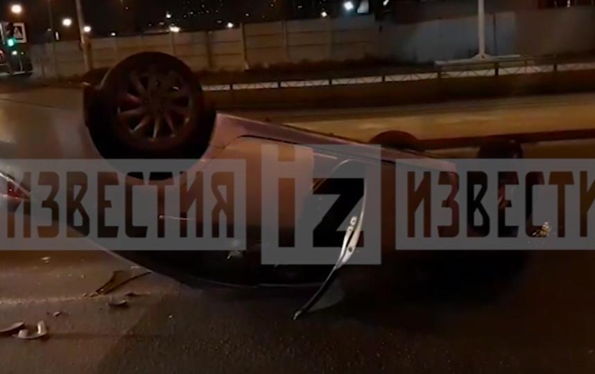 Иномарка перевернулась, уходя от погони сотрудников ДПС в Петербурге. Фото скриншот https://www.5-tv.ru