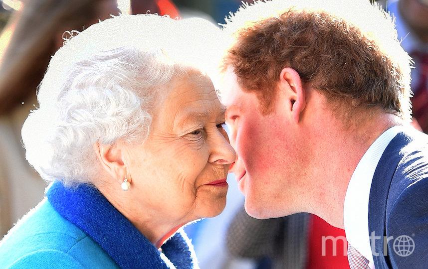 Елизавета II и принц Гарри. Архивное фото. Фото Getty