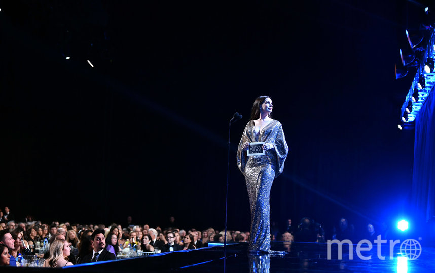Энн Хэтэуэй на церемонии вручения премий. Фото Getty