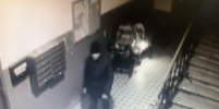 Мужчину, который поджег детские коляски в доме в центре Петербурга, задержали