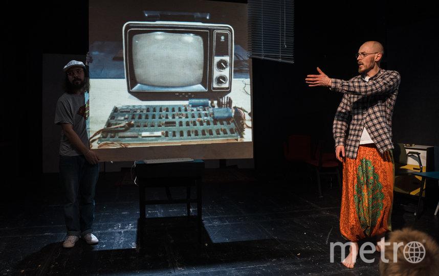 """На сцене Большого театра кукол прошла премьера спектакля """"Сочинение про Джобса"""" режиссёра Ивана Пачина. Фото фото предоставлено «Театральным проектом 27», """"Metro"""""""