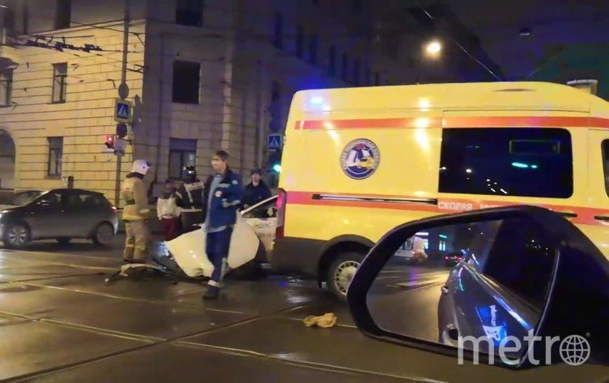 """Столкнулись скорая и такси. Фото https://t.me/Megapolisonline, """"Metro"""""""