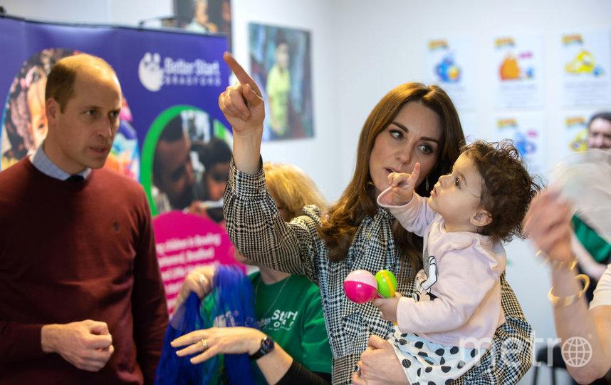 Кейт с малышкой в одном из Центров в Брадфорде. Фото Getty