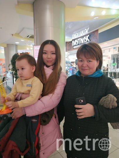 """Зарема (45 лет) и Назира (26 лет), повара. Фото Наталья Сидоровская, """"Metro"""""""