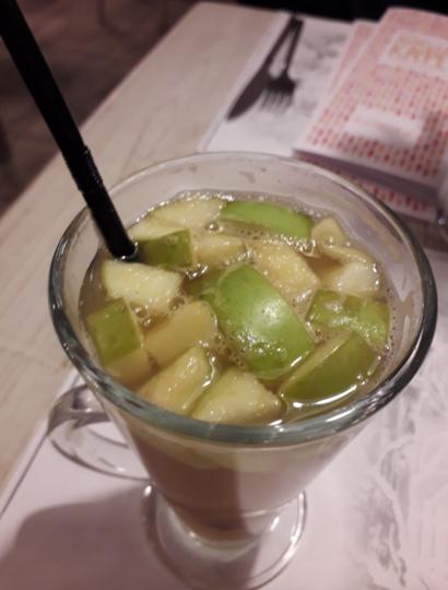 """Сбитень из опавших яблок. Фото Мария Позина, """"Metro"""""""