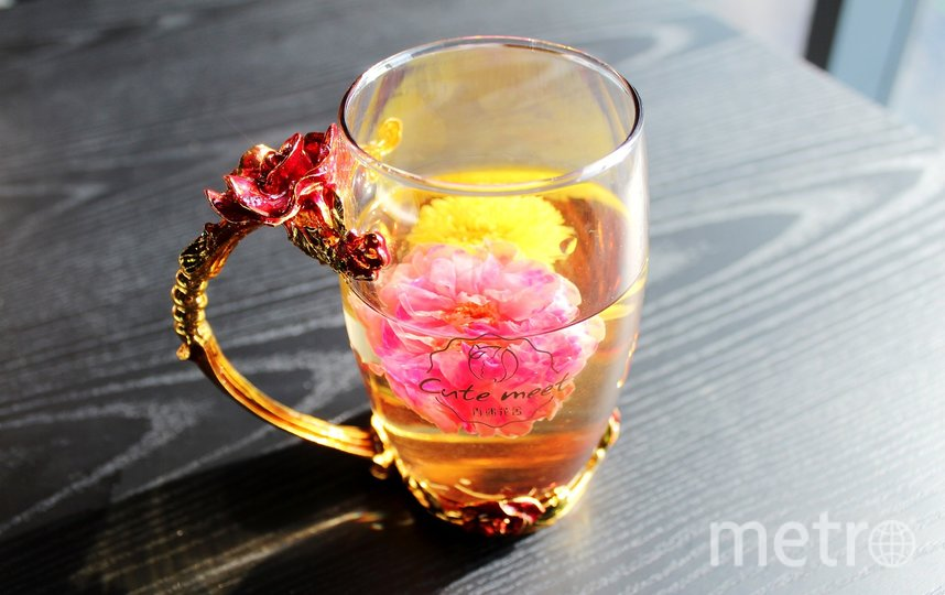 Чаепитие в компании близких поможет улучшить настроение. Фото pixabay.com