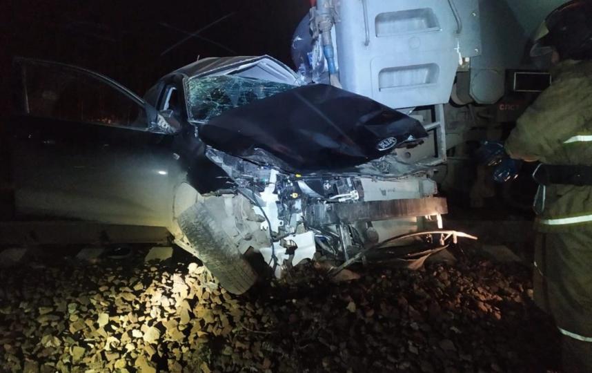 Легковой автомобиль столкнулся с поездом в Подмосковье. Фото скриншот vk.com/msk_today, ергей Темнов