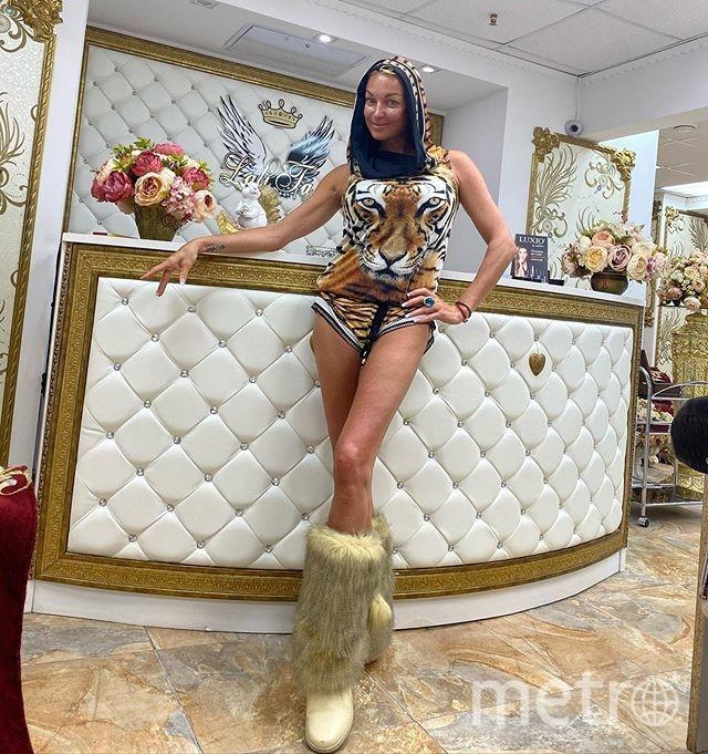 Анастасия Волочкова любит сочетать несочетаемое. Фото instagram.com/volochkova_art