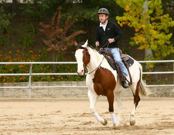 """Дэвид катается на лошадях, чтобы разнообразить свои тренировки в соответствии с правилом """"Делайте то, что не получается"""". Фото скриншот: facebook.com/davidagus"""