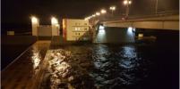 Из-за угрозы повышения воды в Неве в Петербурге закрыли дамбу