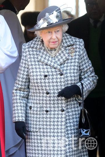 Елизавета II старалась держаться непринуждённо на публике. Фото Getty