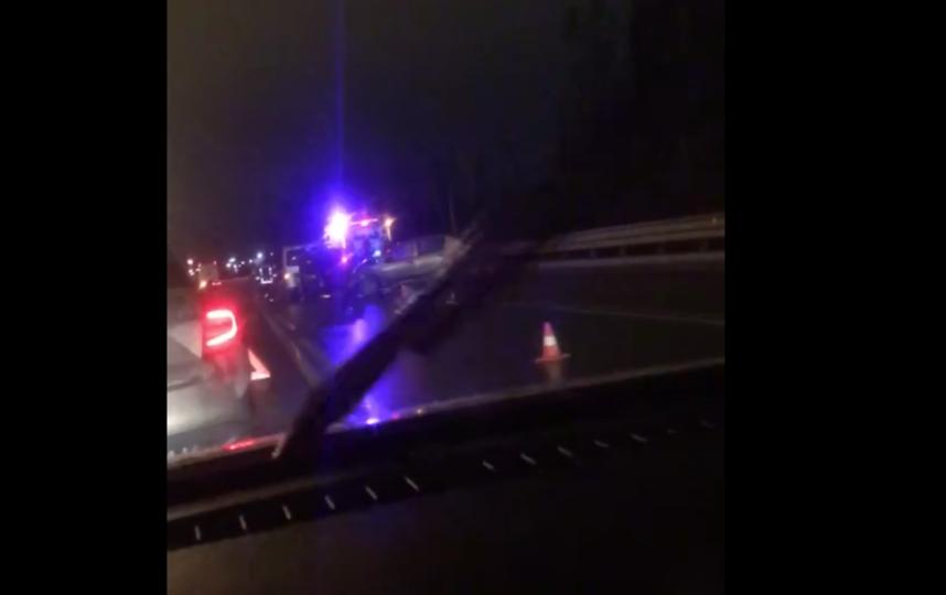 """Под Петербургом насмерть сбили водителя, остановившегося на трассе. Фото скриншот видео vk.com/spb_today, """"Metro"""""""