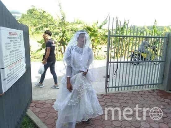 Филиппинцы пошутили, нарядившись в одежду из посылок с гуманитарной помощью. Фото https://www.facebook.com/malickjames.hilado/posts/2849639835084424