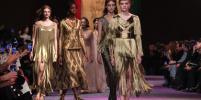 Золотых богинь на шоу Dior в Париже увидели Беллуччи и Водянова, но не оценили в Сети
