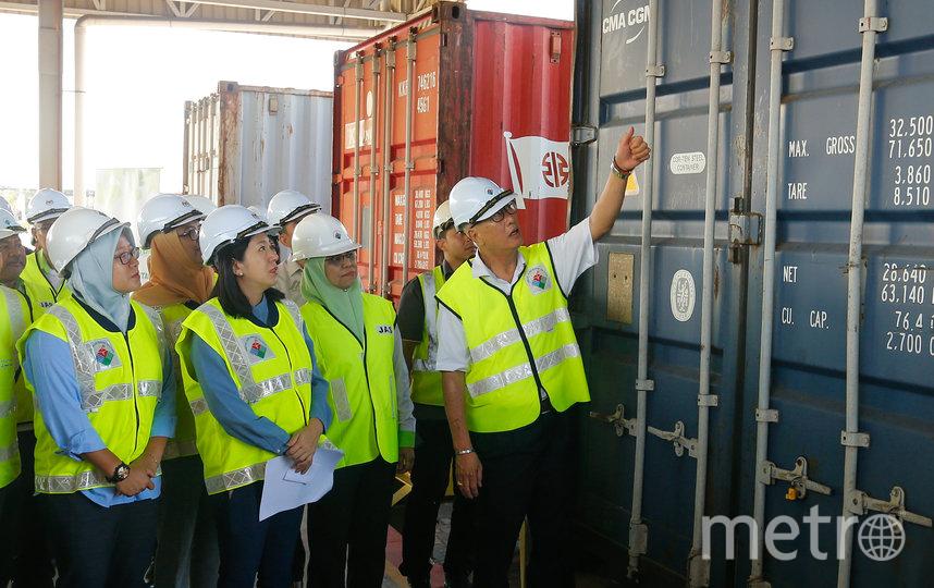 В Малайзии запустили процедуру возвращения в Великобританию 42 контейнеров с пластиковыми отходами. Фото AFP