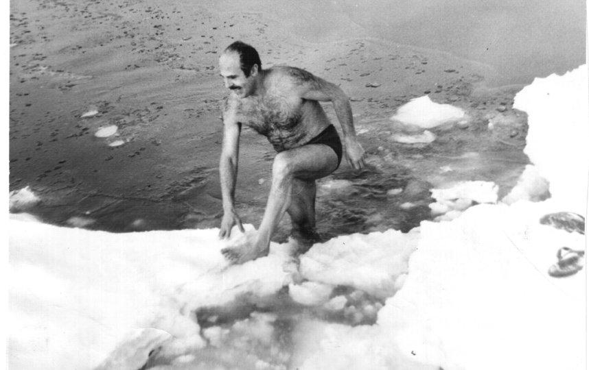 """1980-е. Начало занятий в клубе зимнего плавания. Фото предоставлено Борисом Ратушным, """"Metro"""""""