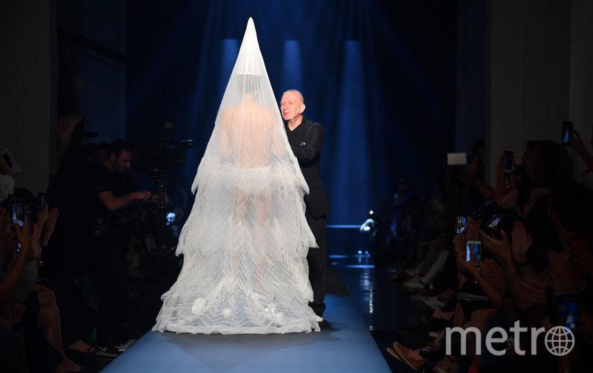 Шоу Готье в Париже. Мастер на сцене. Фото Getty