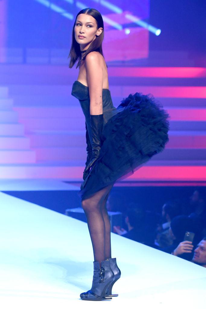 Шоу Готье в Париже. Белла Хадид. Фото Getty