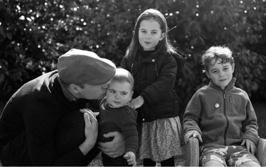 Рождественское фото семьи Кембриджских сделано летом.