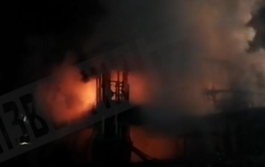 В Петербурге потушили пожар на площади 600 кв.м. Фото скриншот видео 78.ru