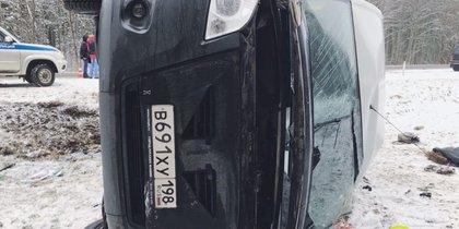 Маршрутка с пассажирами перевернулась на трассе Петербург-Сланцы: один человек погиб
