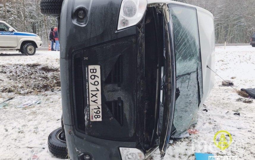 Маршрутка с пассажирами перевернулась на трассе Петербург-Сланцы: один человек погиб. Фото vk.com/dorinspb