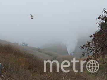 На снимке виден дым - это место крушения вертолёта. Фото AFP