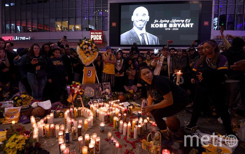 Жители Лос-Анджелеса вышли на улицы почтить память Коби Брайанта. Фото Getty