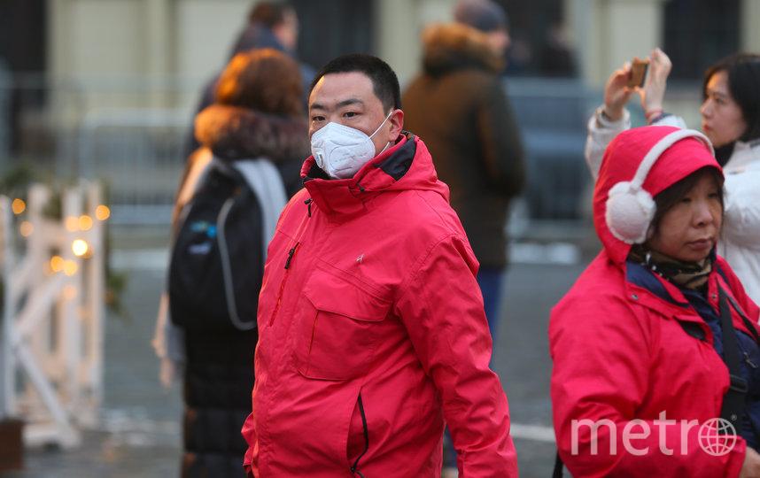 Туристы в защитных масках на Красной площади. Фото Василий Кузьмичёнок