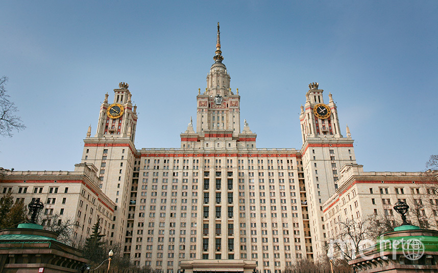 В Москве эвакуировали здание химического факультета МГУ из-за задымления. Фото Василий Кузьмичёнок
