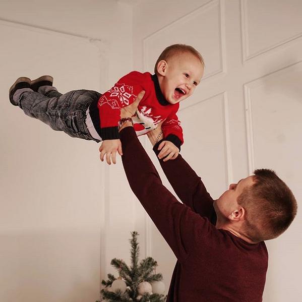 """""""Хороший папа – это не только мужское воспитание, но и объятия, веселье, похлопывания по спине, моральная поддержка, прямое общение и понимание"""". Фото Антон, @gorin_off, """"Metro"""""""