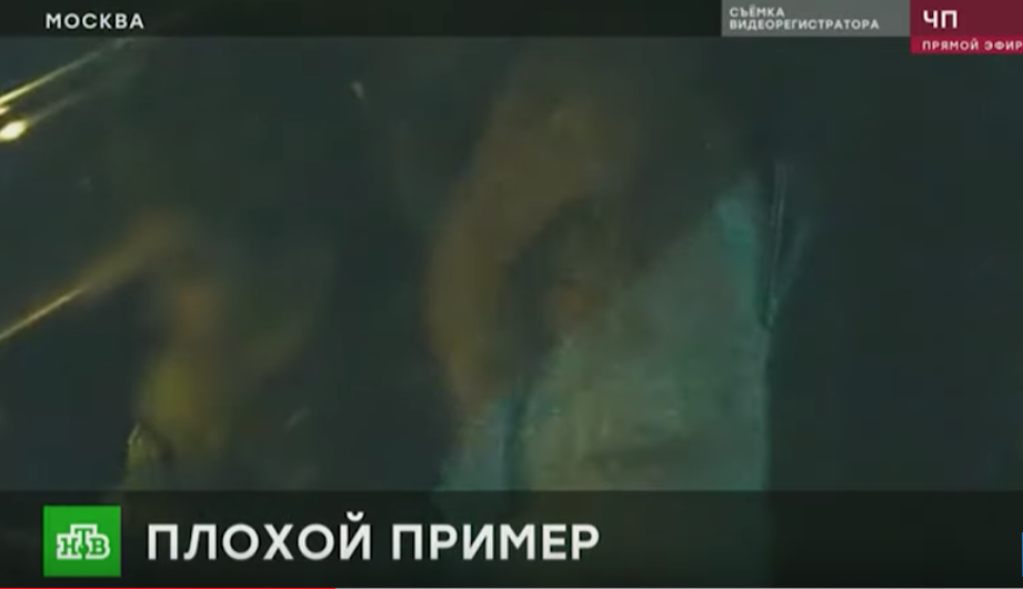 Видеокамера в машине зафиксировала опасную поездку. Фото скриншот youtube.com/watch?v=tUcP9HL9rrI