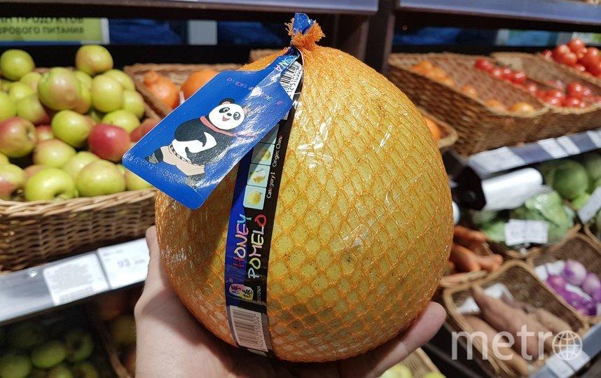 Китайские помело из «ВкусВилла» безопасны, потому что заразиться вирусом через фрукты нельзя. Фото Василий Кузьмичёнок