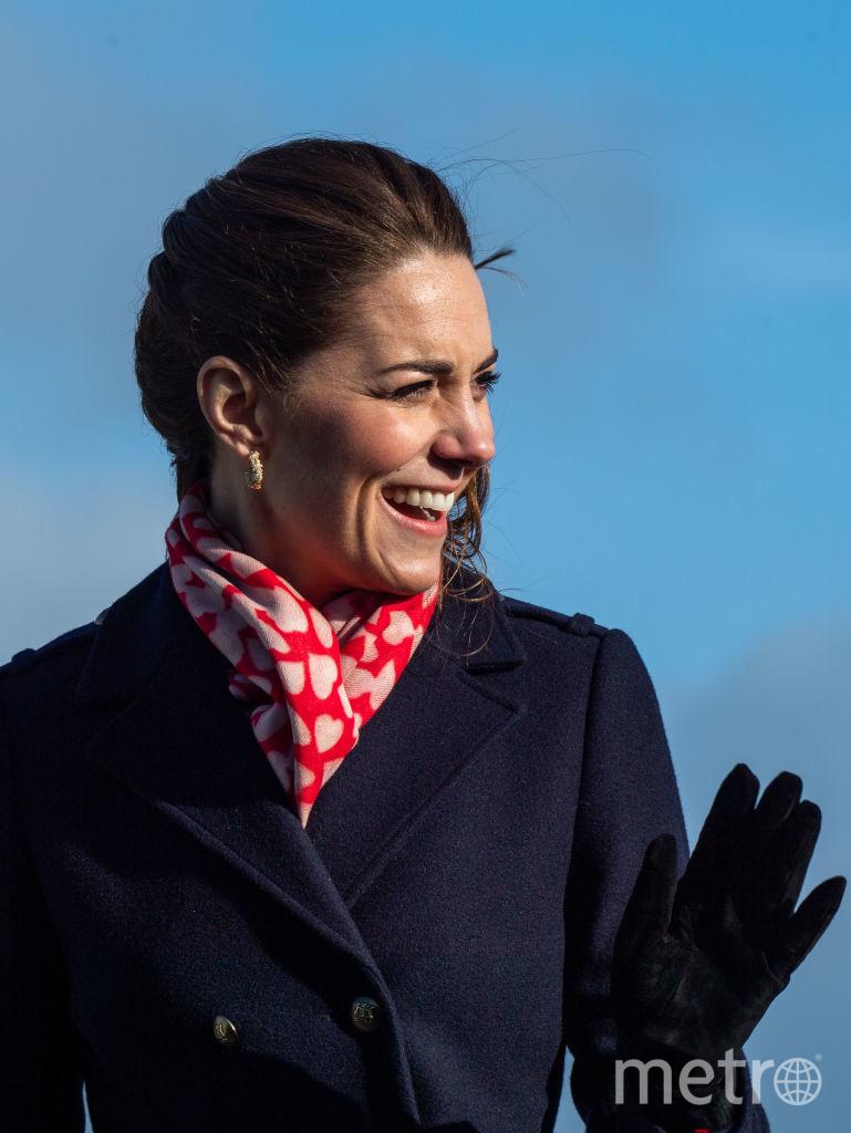 Ветер пытался испортить прическу Кейт Миддлтон. Фото Getty